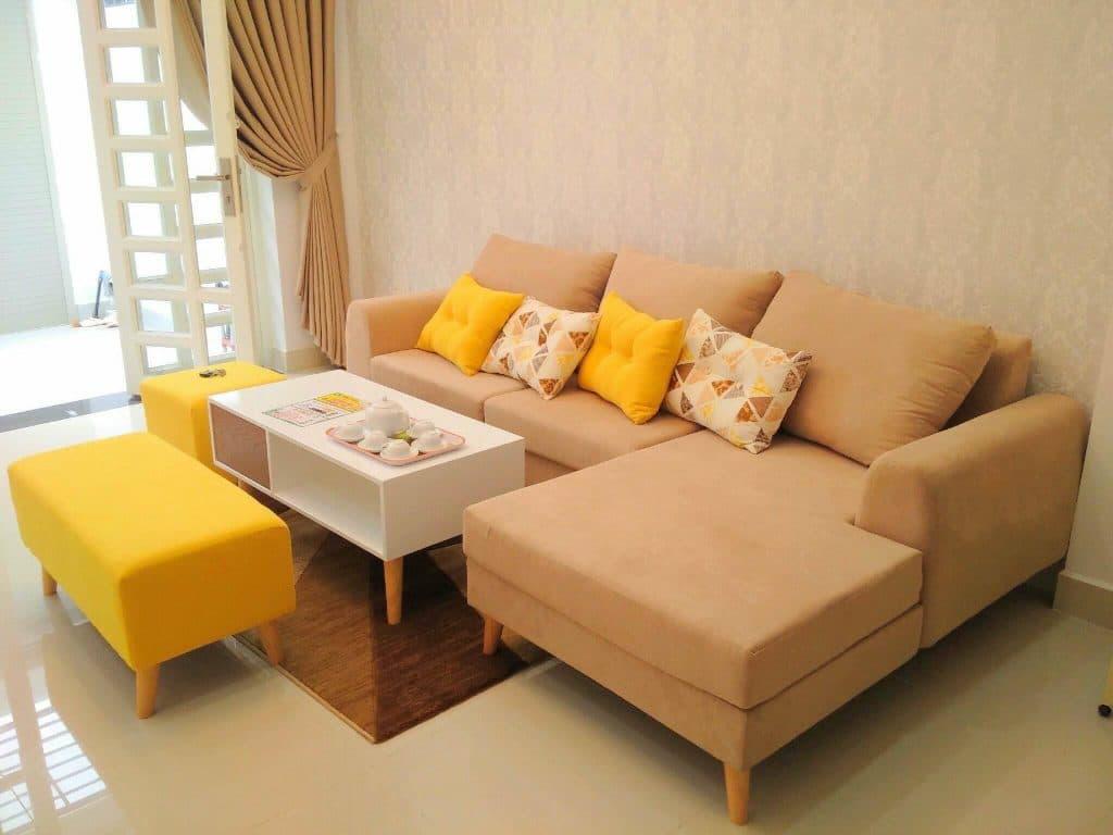 thêm phụ kiện màu cho sofa